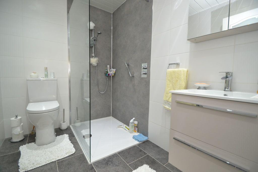 2 Bedroom Semi-detached Bungalow For Sale - Photograph 9