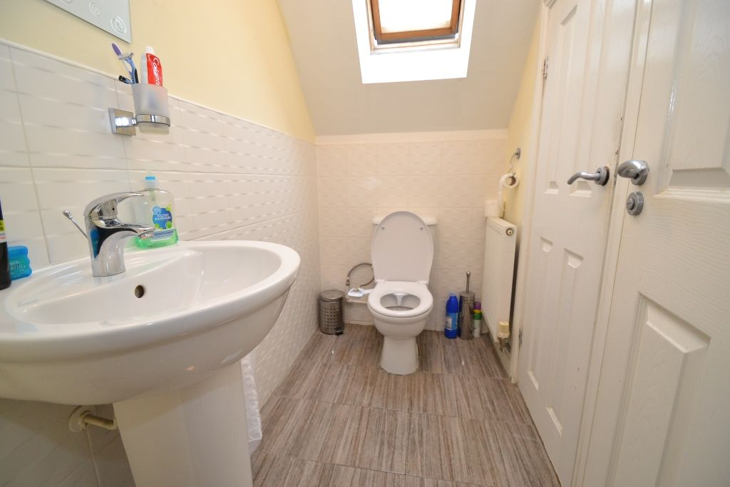 6 Bedroom Detached House For Sale - Photograph 19