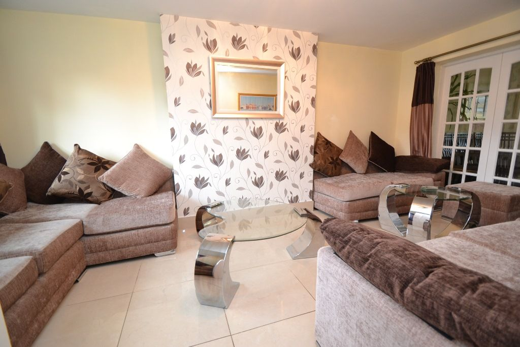6 Bedroom Detached House For Sale - Photograph 2
