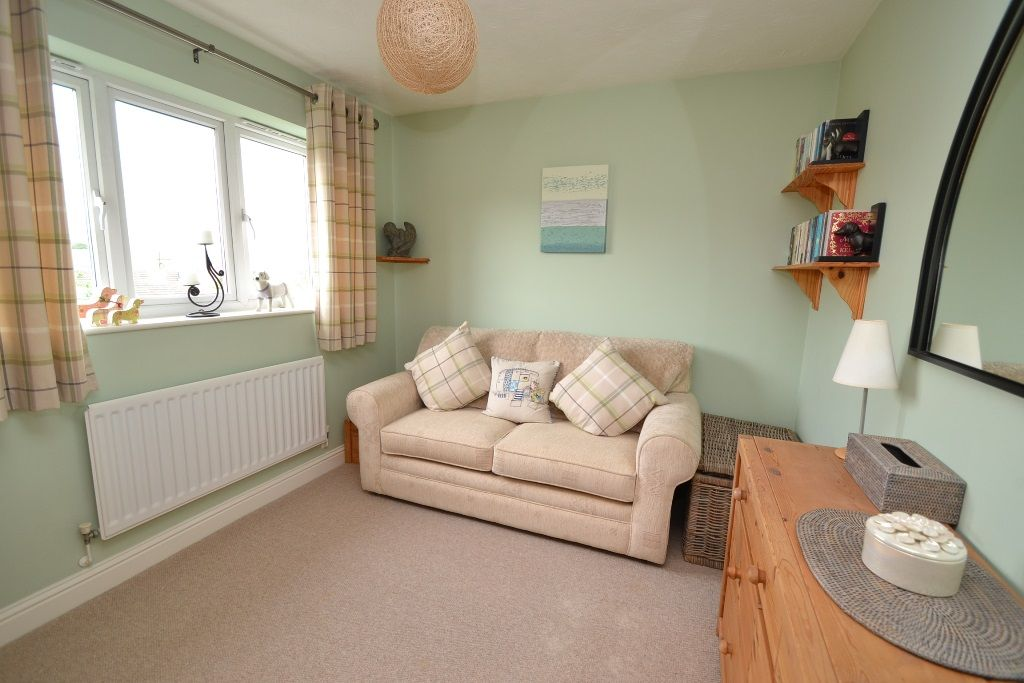 3 Bedroom Detached House For Sale - Photograph 15