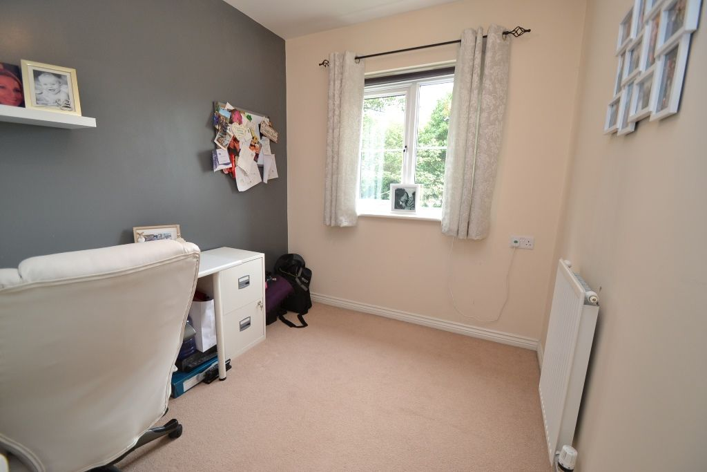 4 Bedroom Mid Terraced House For Sale - Photograph 23