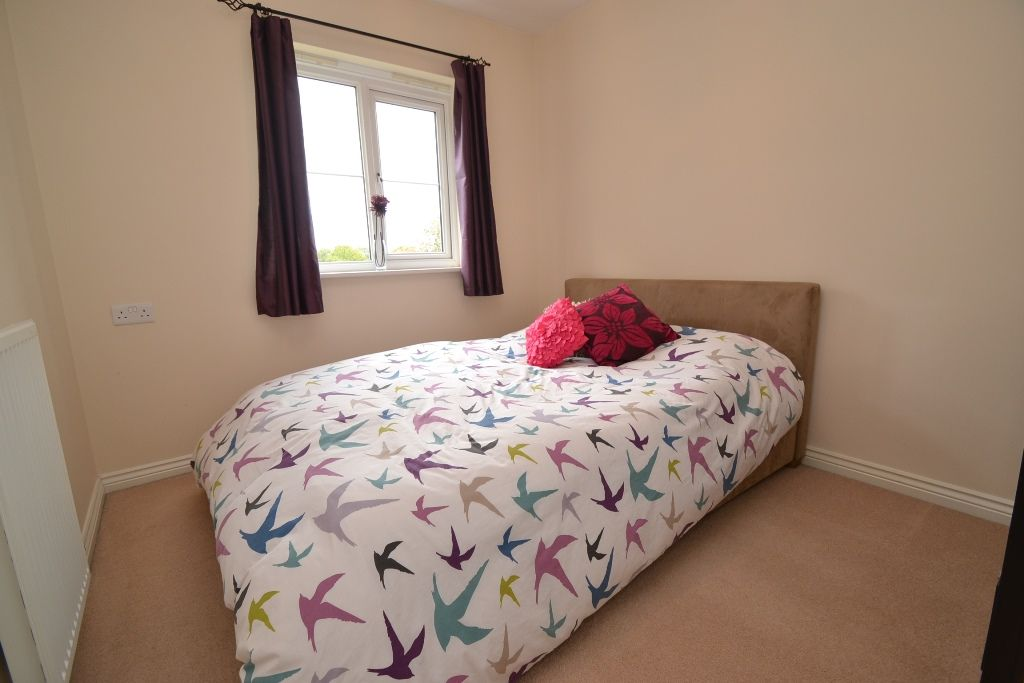 4 Bedroom Mid Terraced House For Sale - Photograph 22