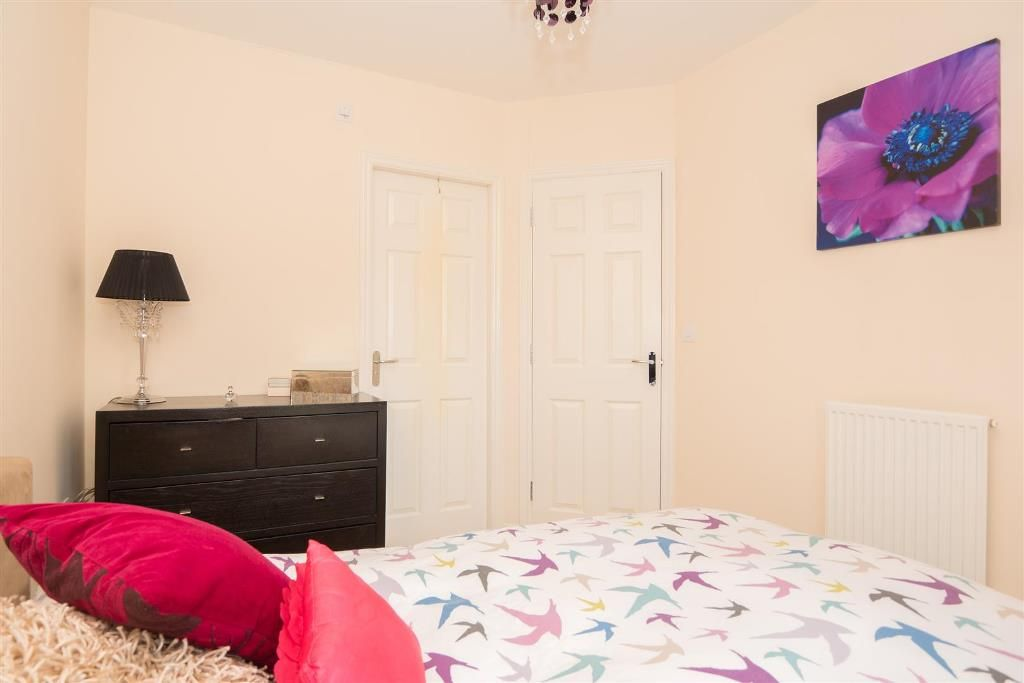 4 Bedroom Mid Terraced House For Sale - Photograph 21