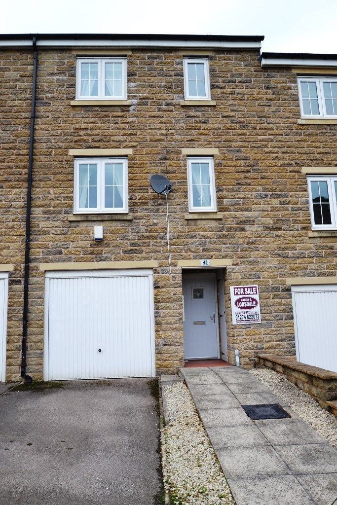 4 Bedroom Mid Terraced House For Sale - Photograph 26