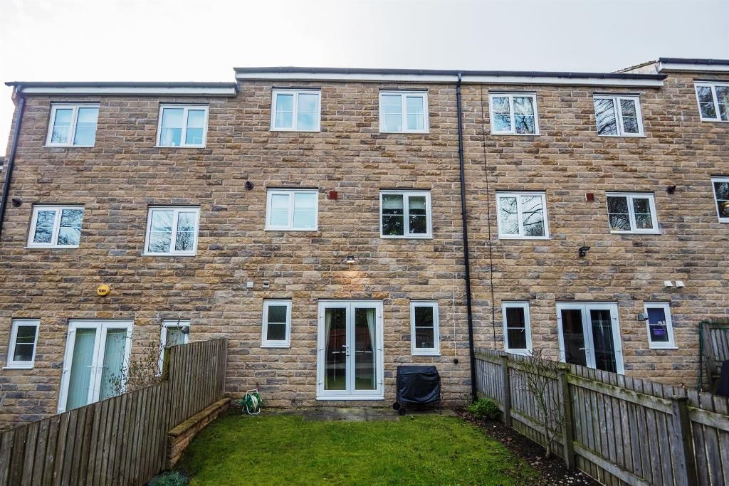 4 Bedroom Mid Terraced House For Sale - Photograph 24