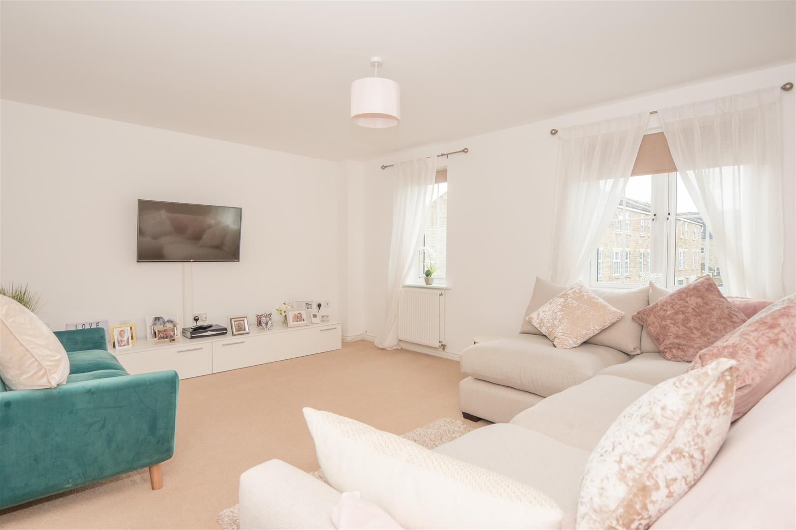 4 Bedroom Mid Terraced House For Sale - Photograph 12
