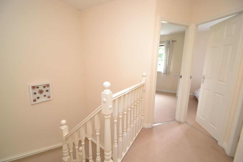 4 Bedroom Mid Terraced House For Sale - Photograph 15