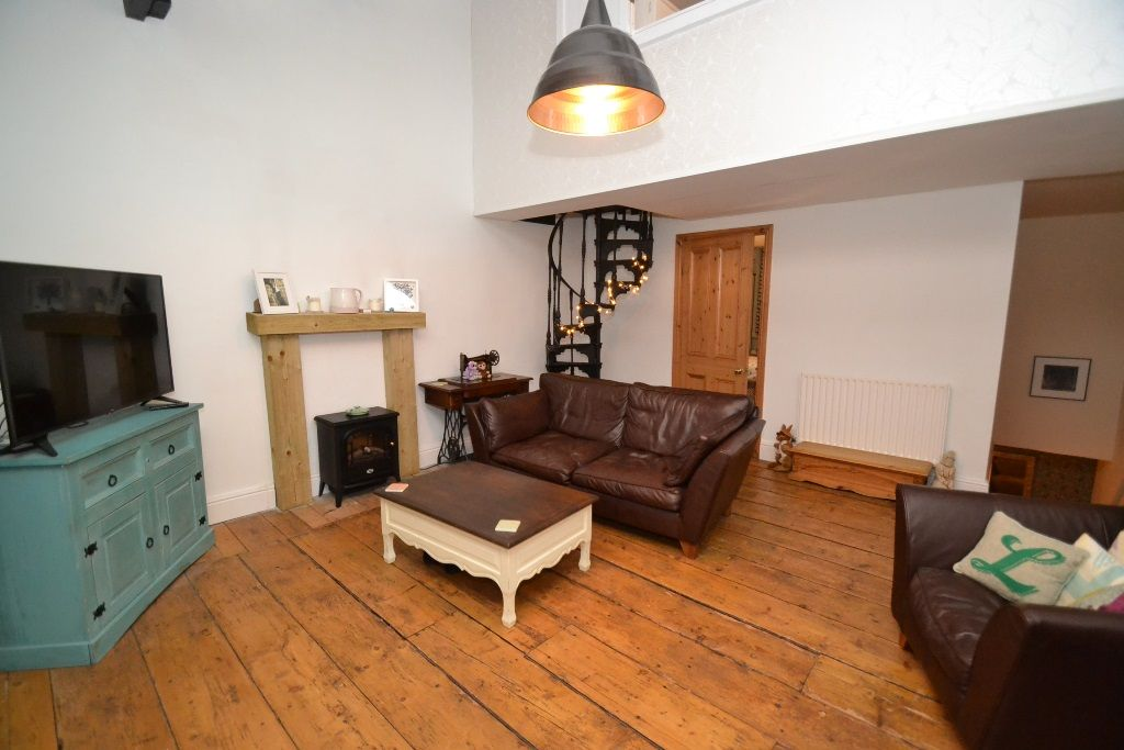 4 Bedroom Cottage House For Sale - Photograph 11