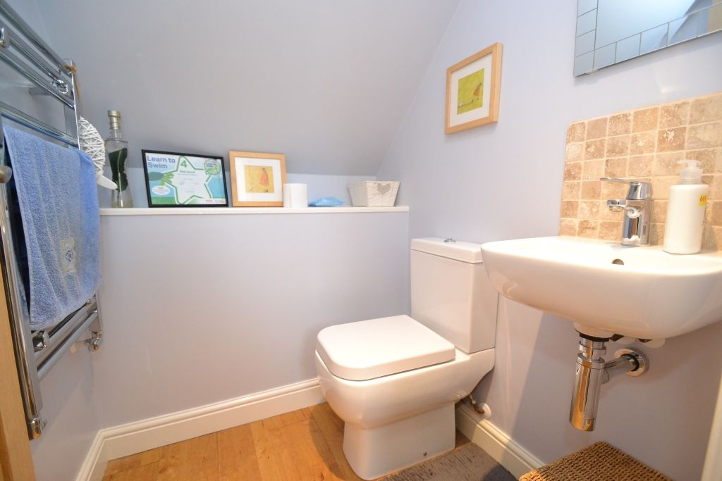 5 Bedroom Detached House For Sale - Photograph 16