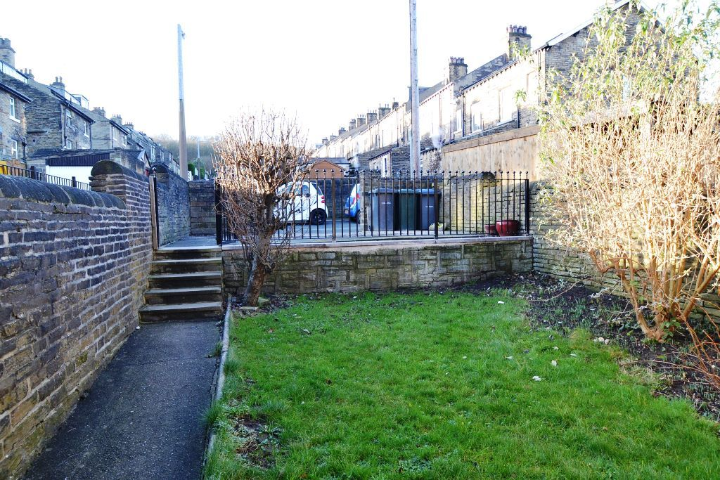 5 Bedroom Mid Terraced House For Sale - Photograph 21