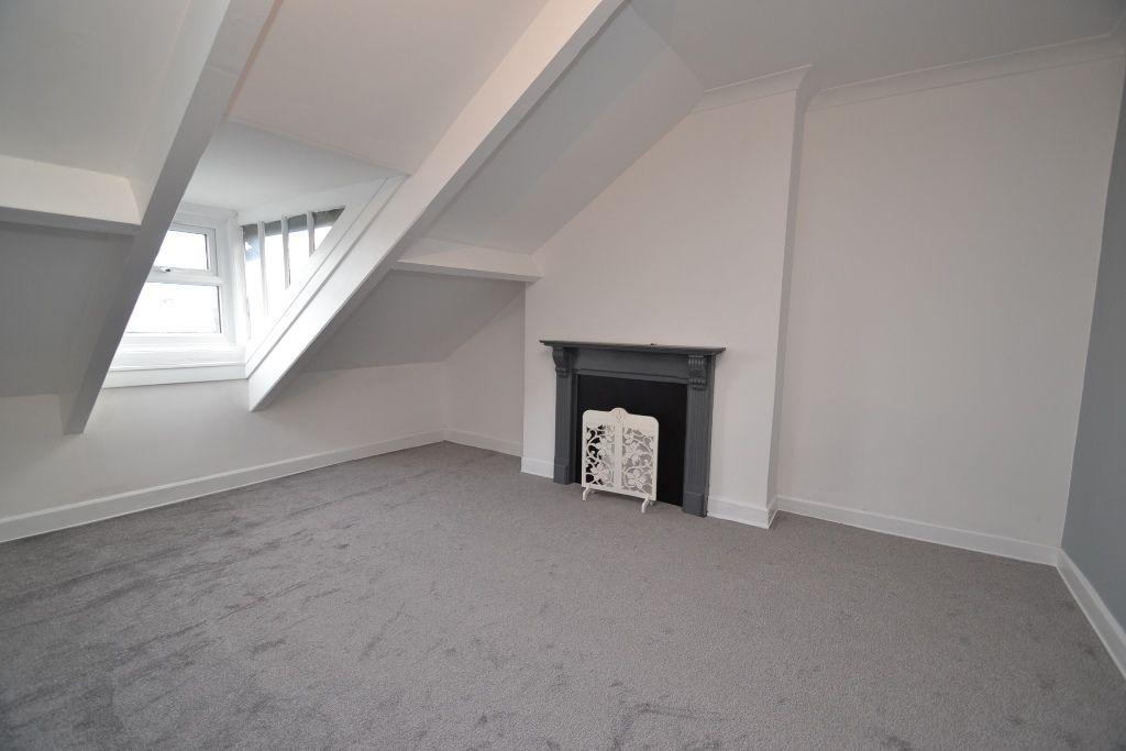 5 Bedroom Mid Terraced House For Sale - Photograph 13