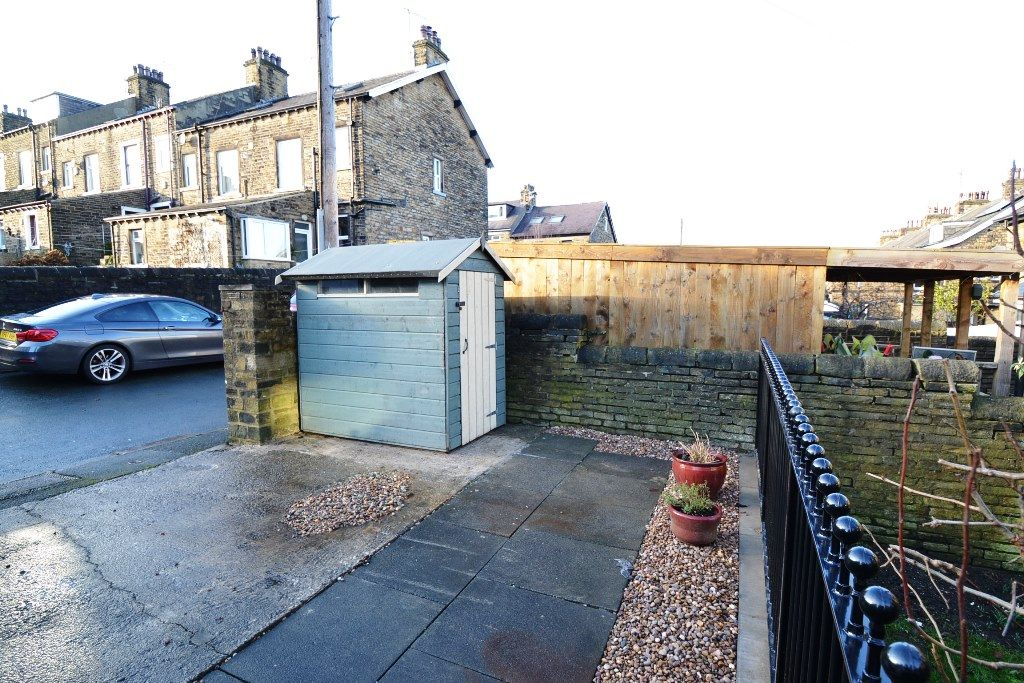 5 Bedroom Mid Terraced House For Sale - Photograph 27