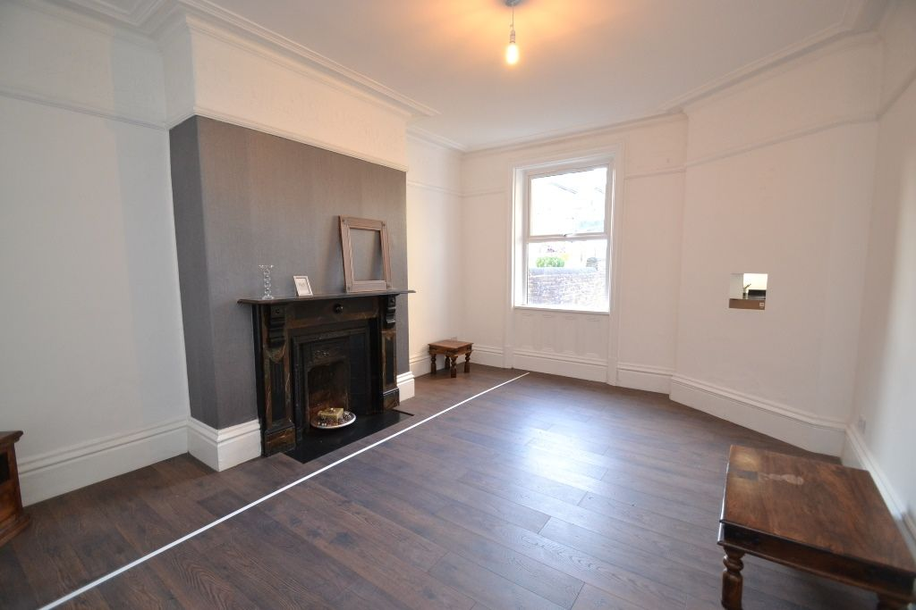 5 Bedroom Mid Terraced House For Sale - Photograph 10