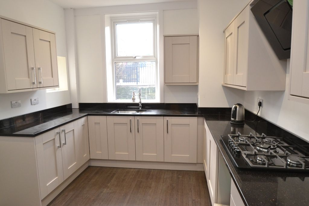 5 Bedroom Mid Terraced House For Sale - Photograph 12