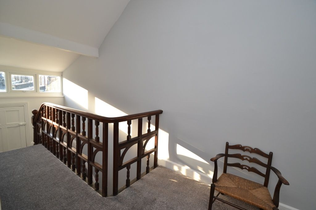 5 Bedroom Mid Terraced House For Sale - Photograph 23