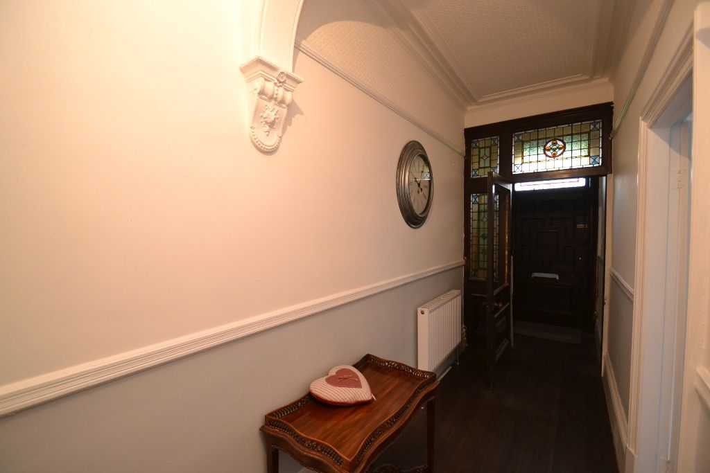 5 Bedroom Mid Terraced House For Sale - Photograph 7