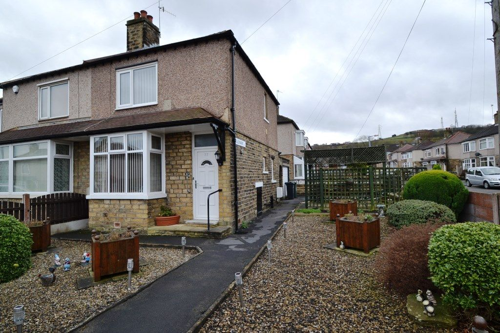 2 Bedroom Semi-detached House For Sale - Photograph 1