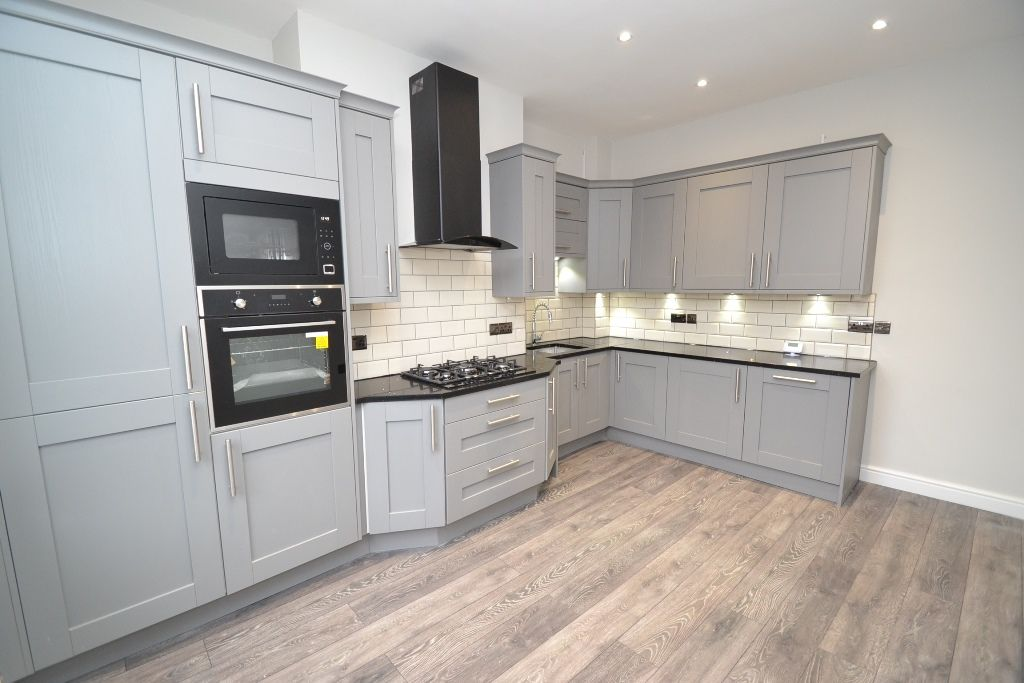 5 Bedroom End Terraced House For Sale - Photograph 4