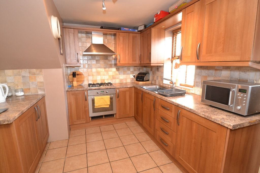 3 Bedroom Detached House For Sale - Photograph 5
