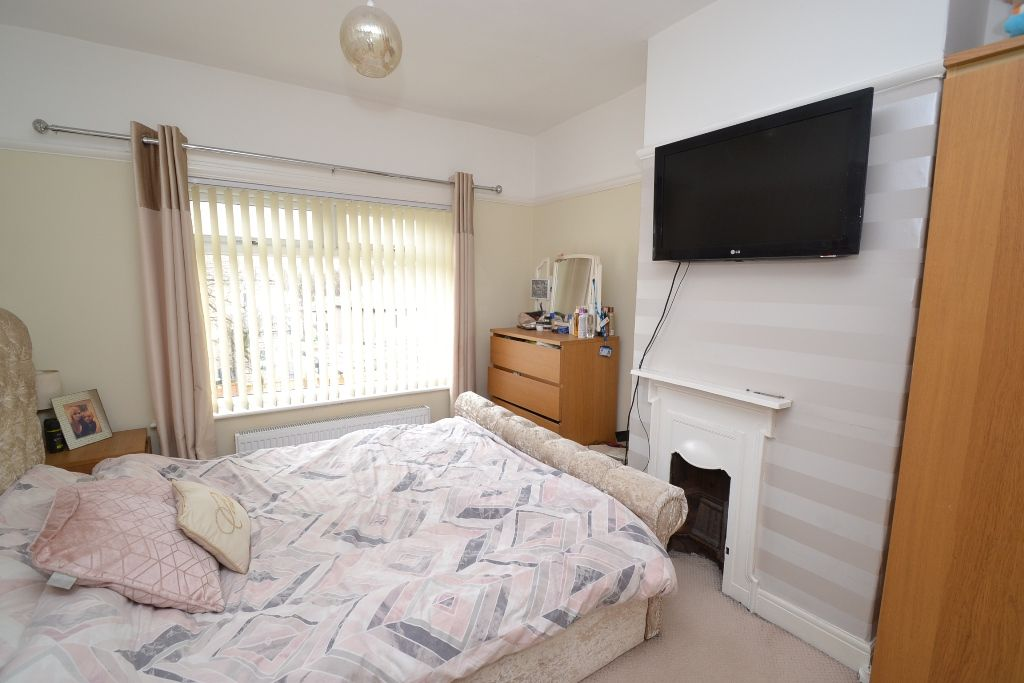 3 Bed Semi-detached House For Sale - Photograph 6