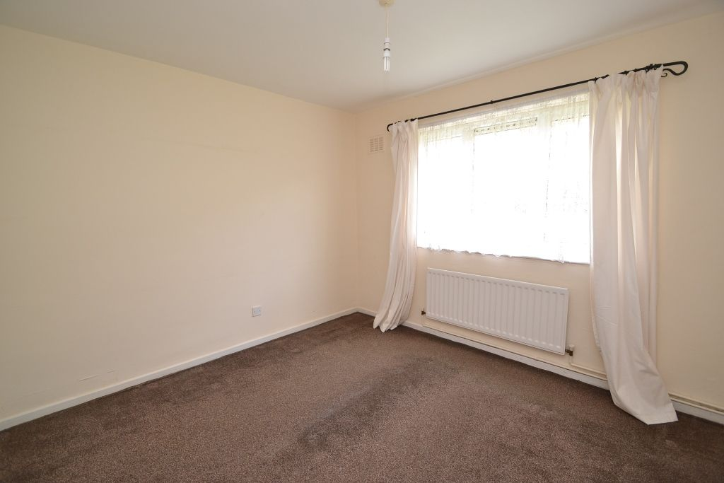 1 Bed Ground Floor Maisonette Flat/apartment For Sale - Photograph 8