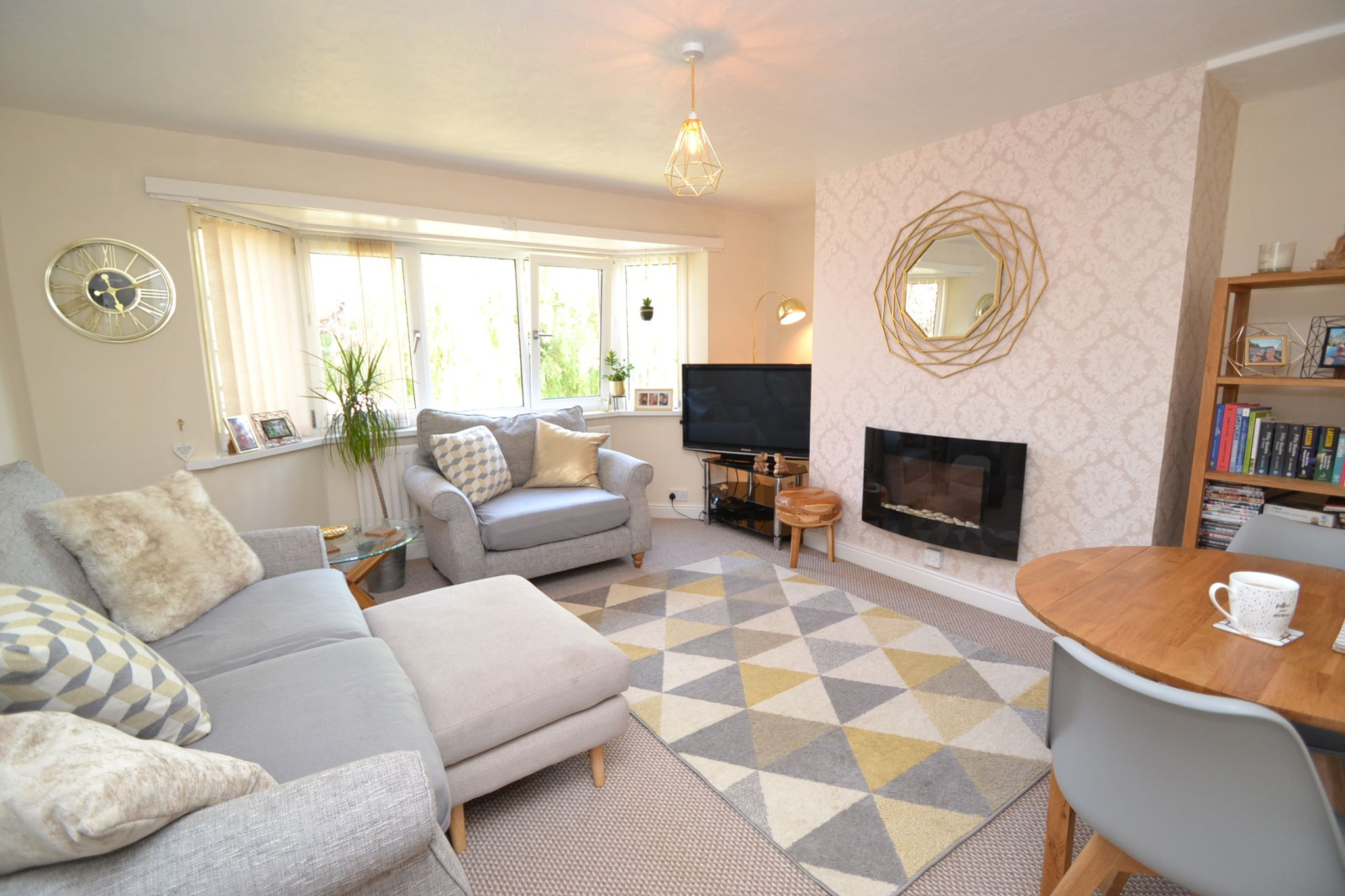 2 Bedroom Flat Flat/apartment For Sale - Photograph 2
