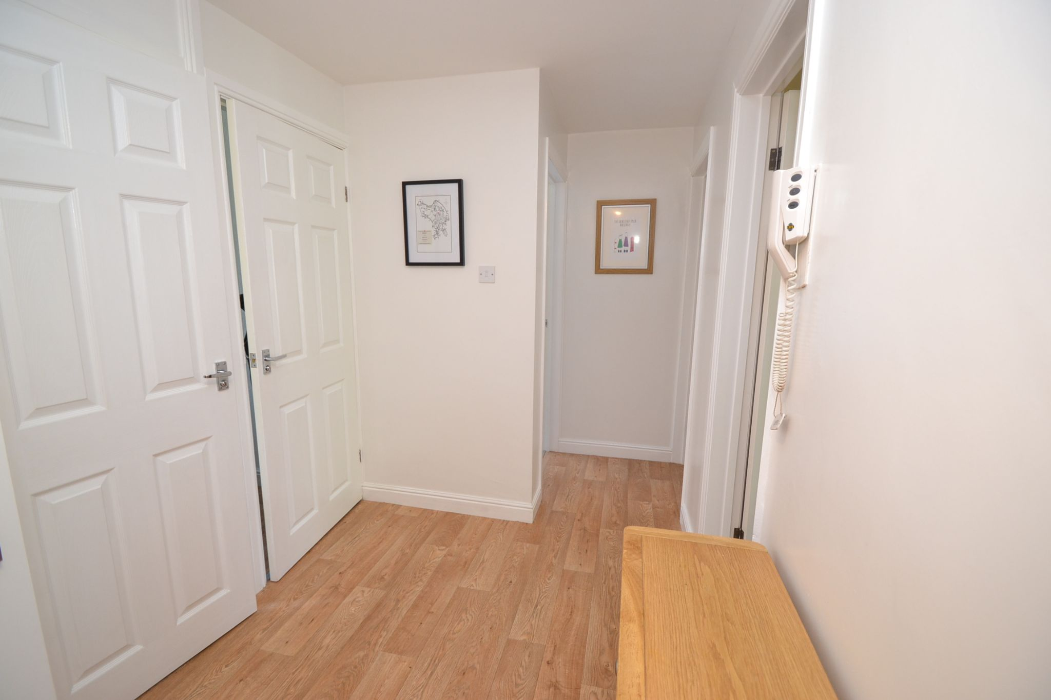 2 Bedroom Flat Flat/apartment For Sale - Photograph 10
