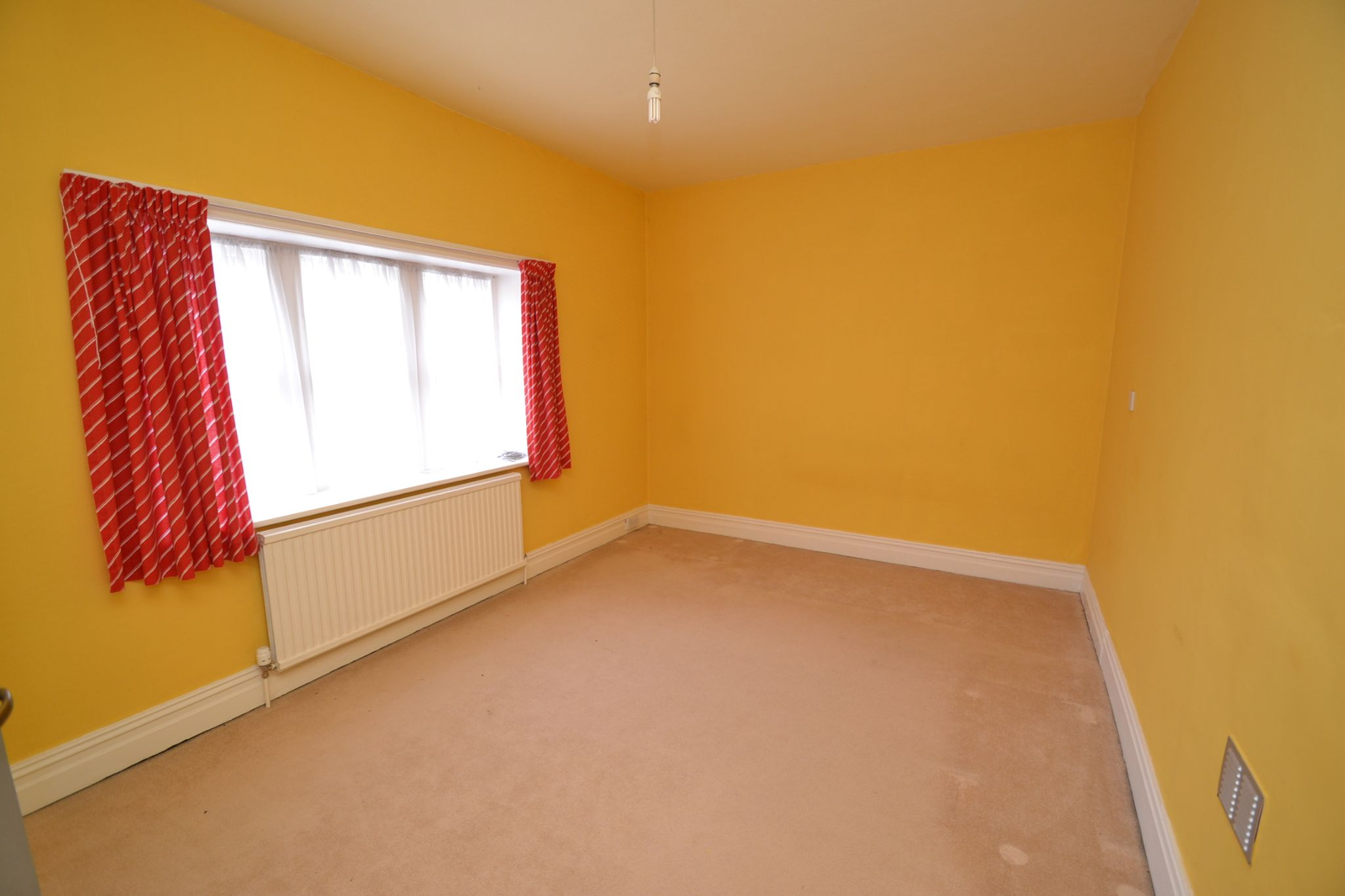 6 Bedroom Semi-detached House For Sale - Photograph 15