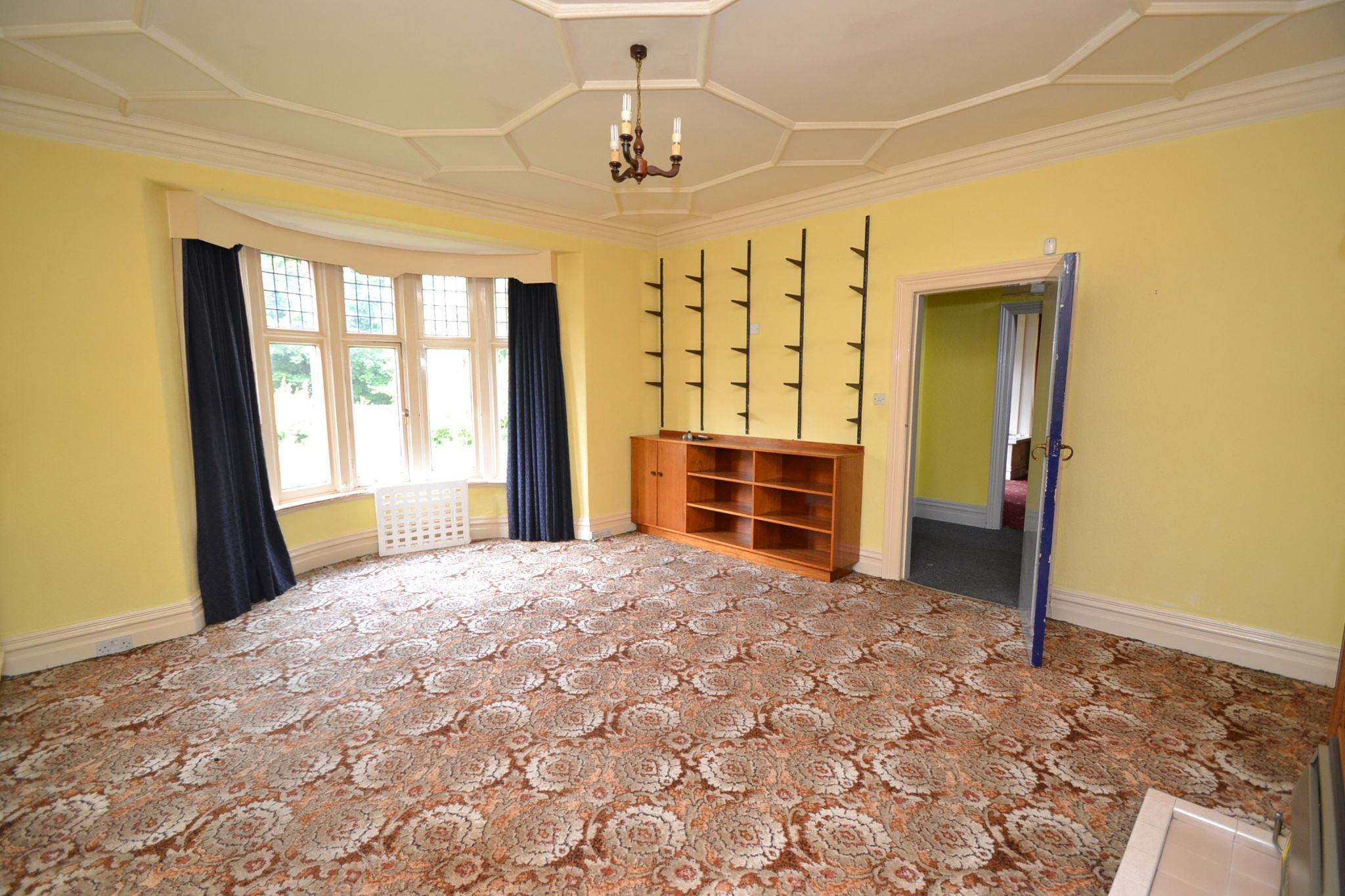 6 Bedroom Semi-detached House For Sale - Photograph 3