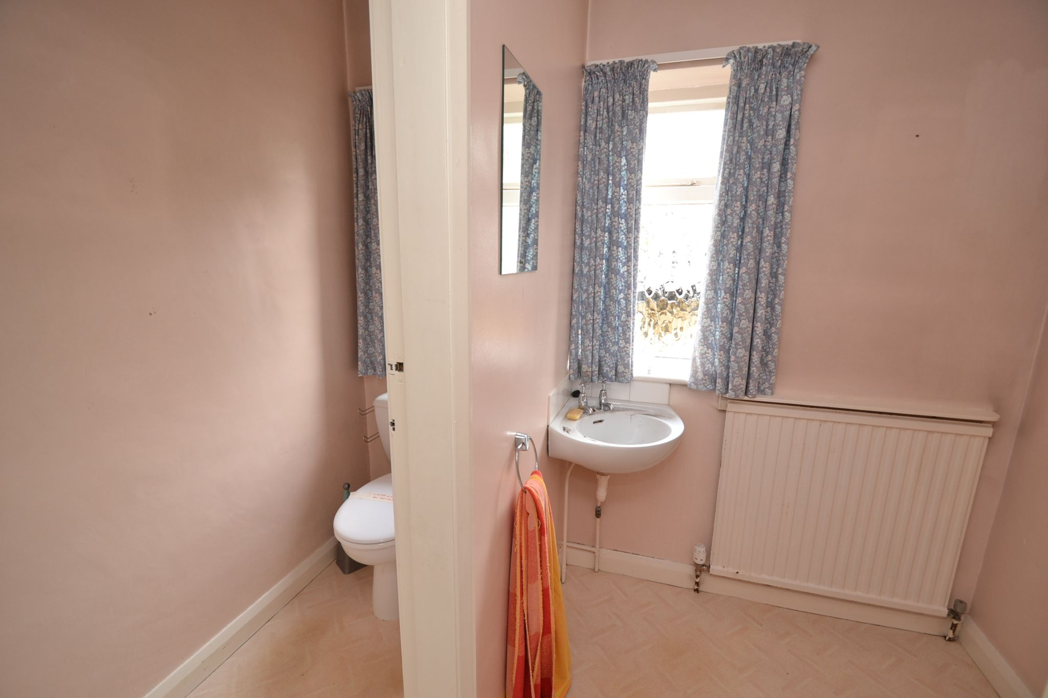 6 Bedroom Semi-detached House For Sale - Photograph 13