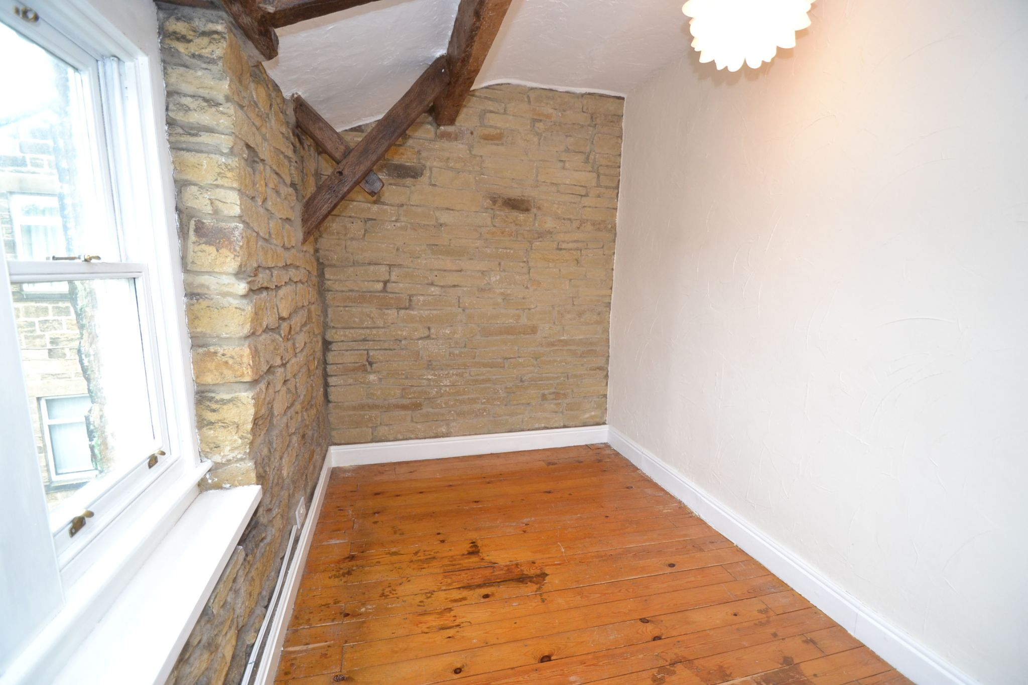 2 Bedroom Cottage House For Sale - Photograph 11