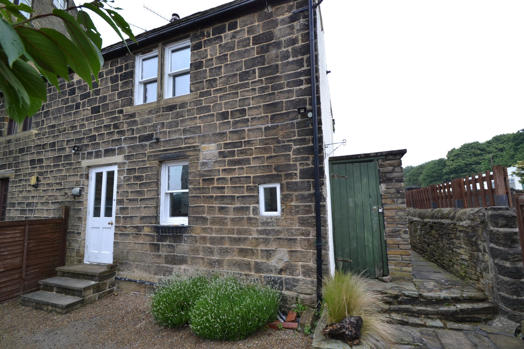 2 Bedroom Cottage House For Sale - Photograph 17