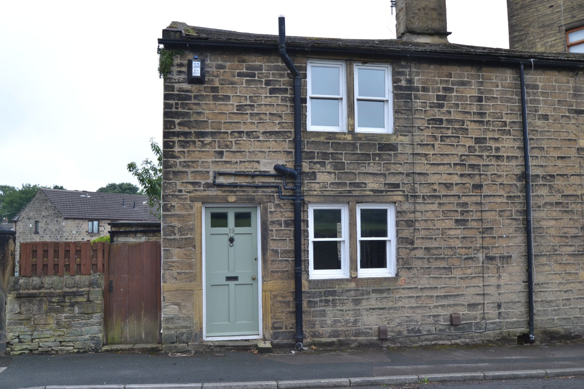 2 Bedroom Cottage House For Sale - Photograph 1