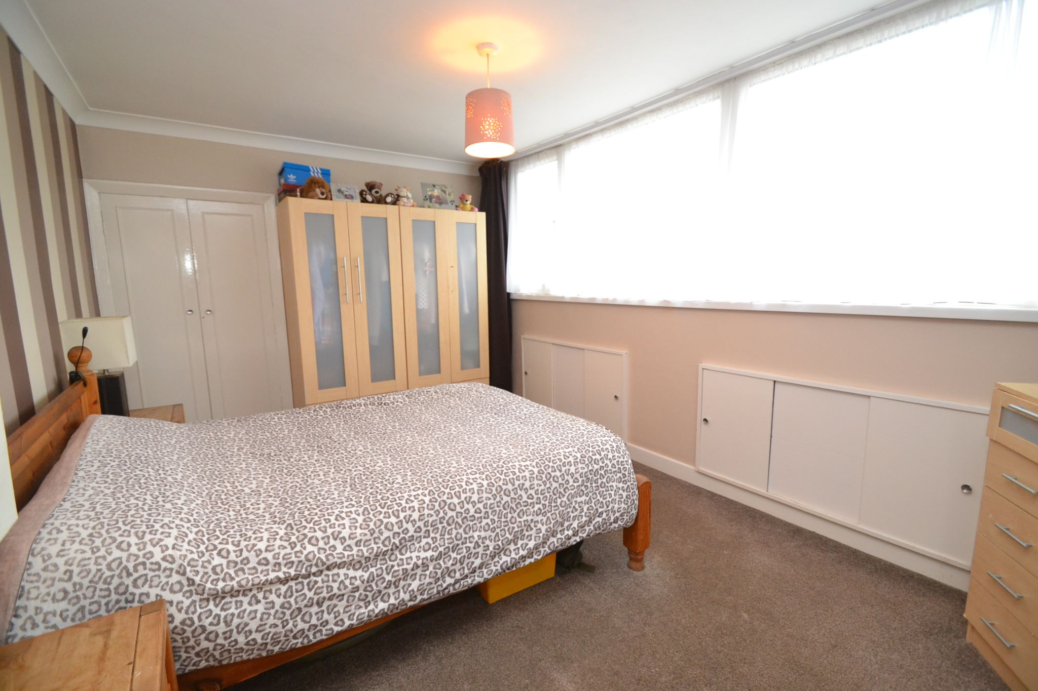 3 Bedroom Semi-detached Dormer House For Sale - Photograph 10
