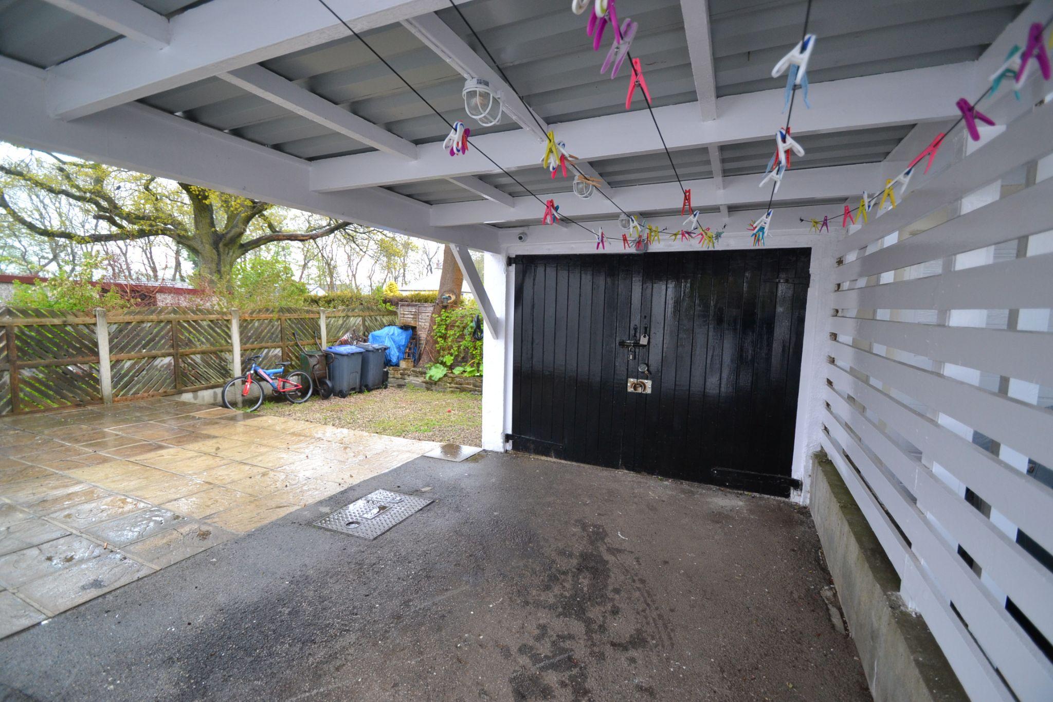 3 Bedroom Semi-detached Dormer House For Sale - Photograph 17