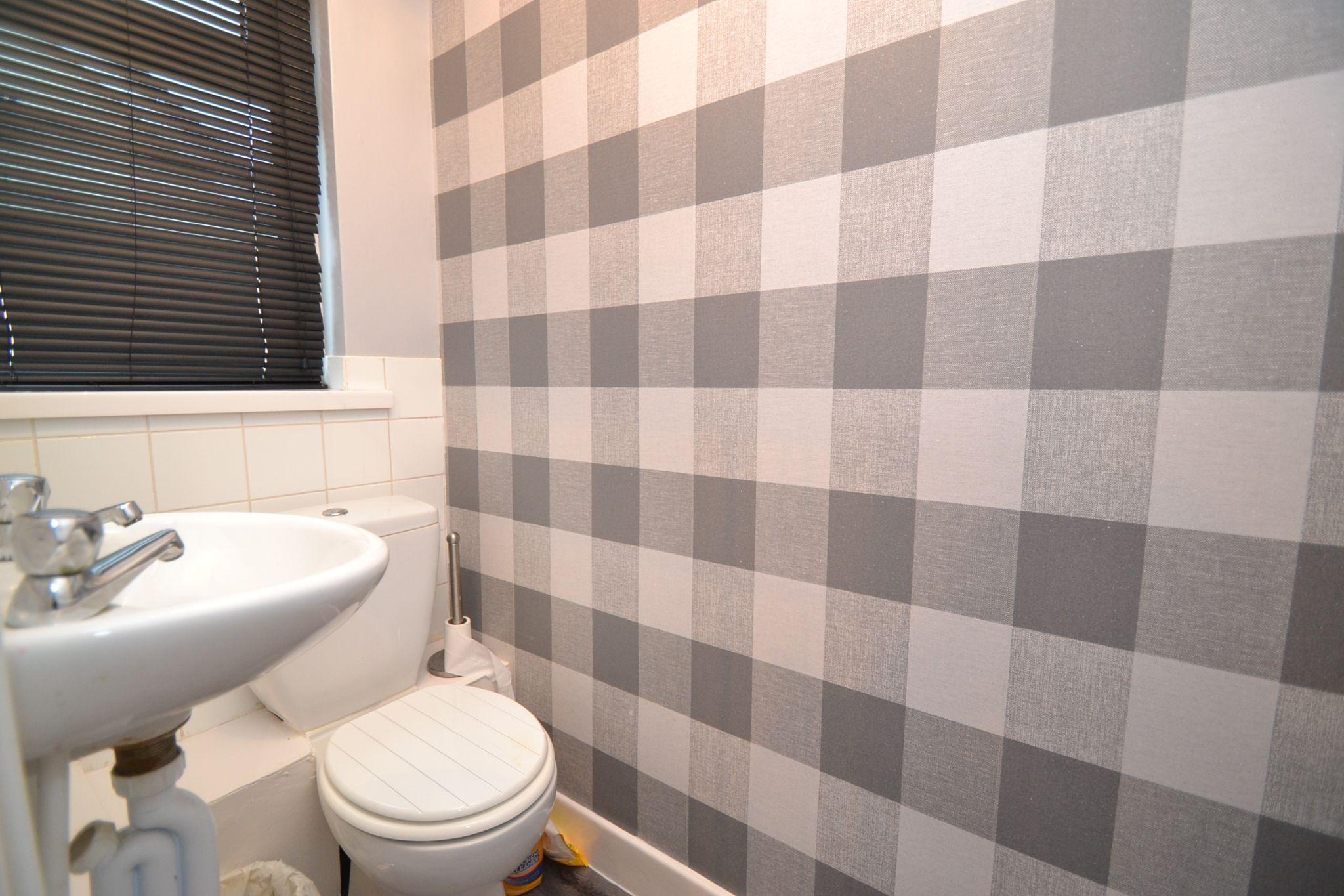 3 Bedroom Semi-detached Dormer House For Sale - Photograph 14