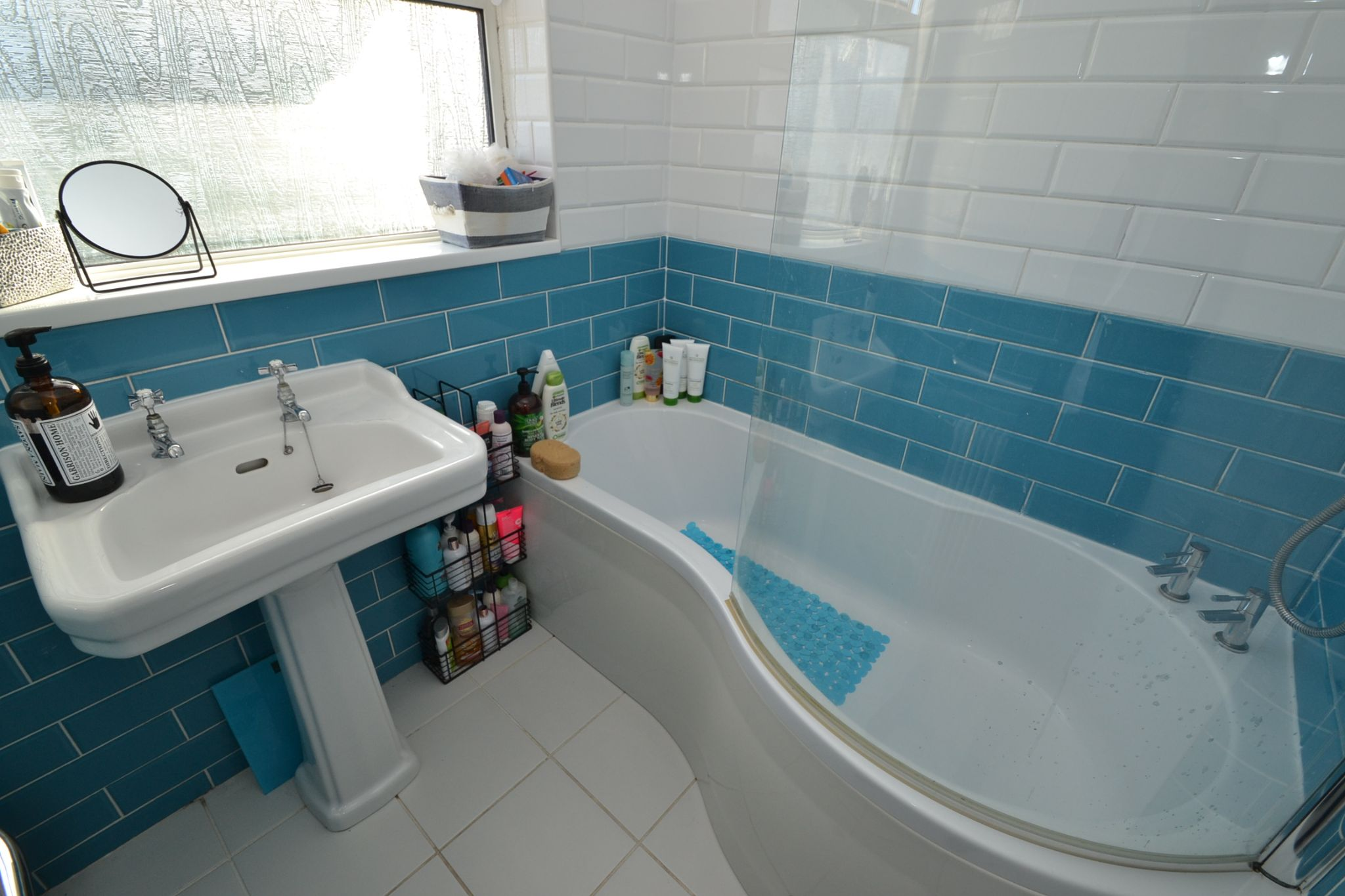 5 Bedroom Semi-detached House For Sale - Photograph 19