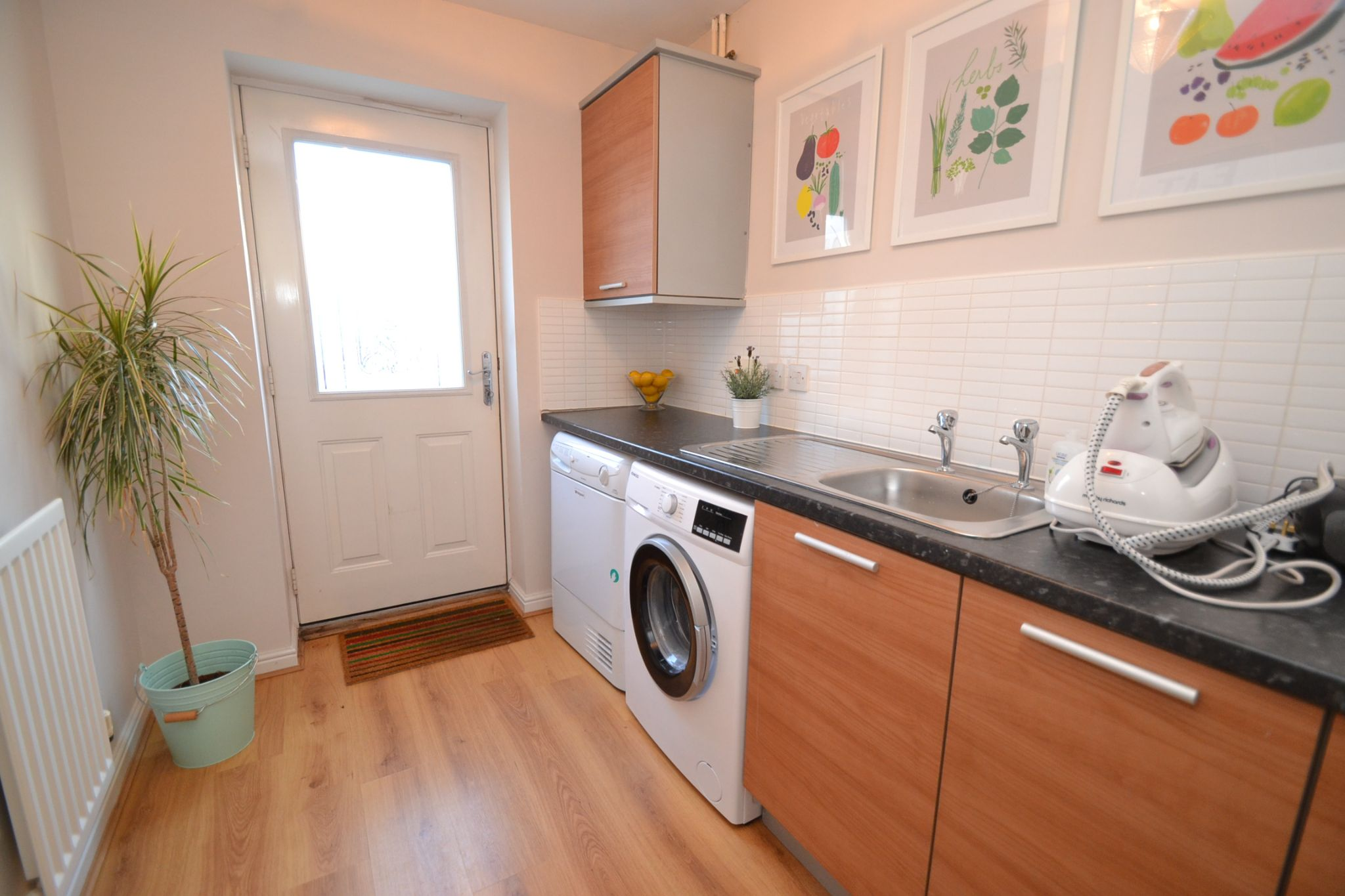 4 Bedroom End Terraced House For Sale - Photograph 4