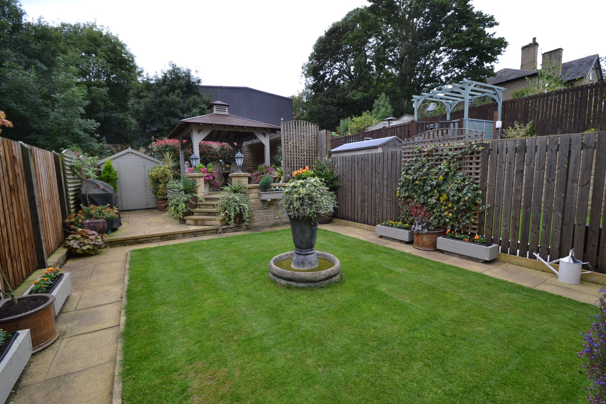 4 Bedroom Semi-detached House For Sale - Photograph 23