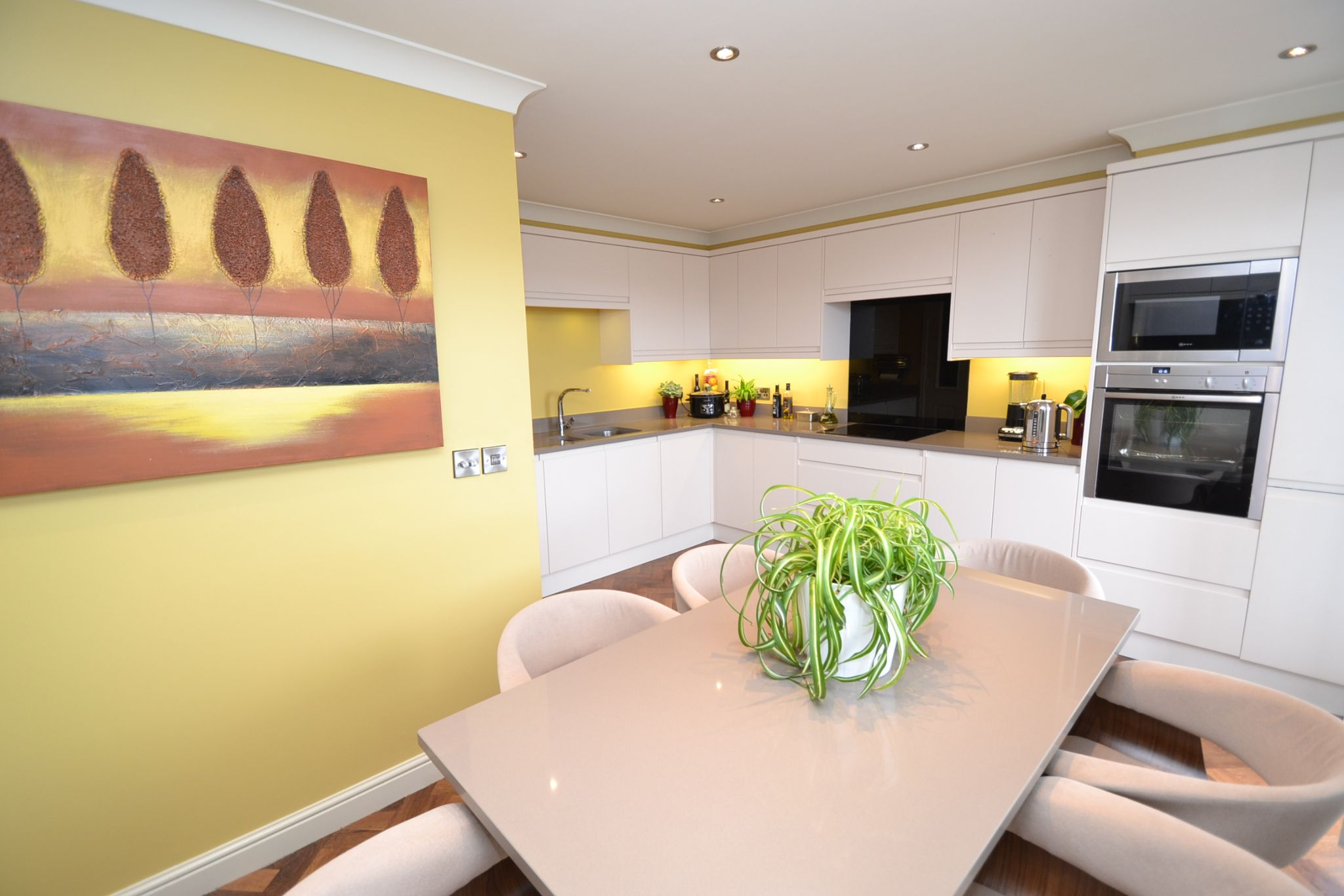 4 Bedroom Semi-detached House For Sale - Photograph 12
