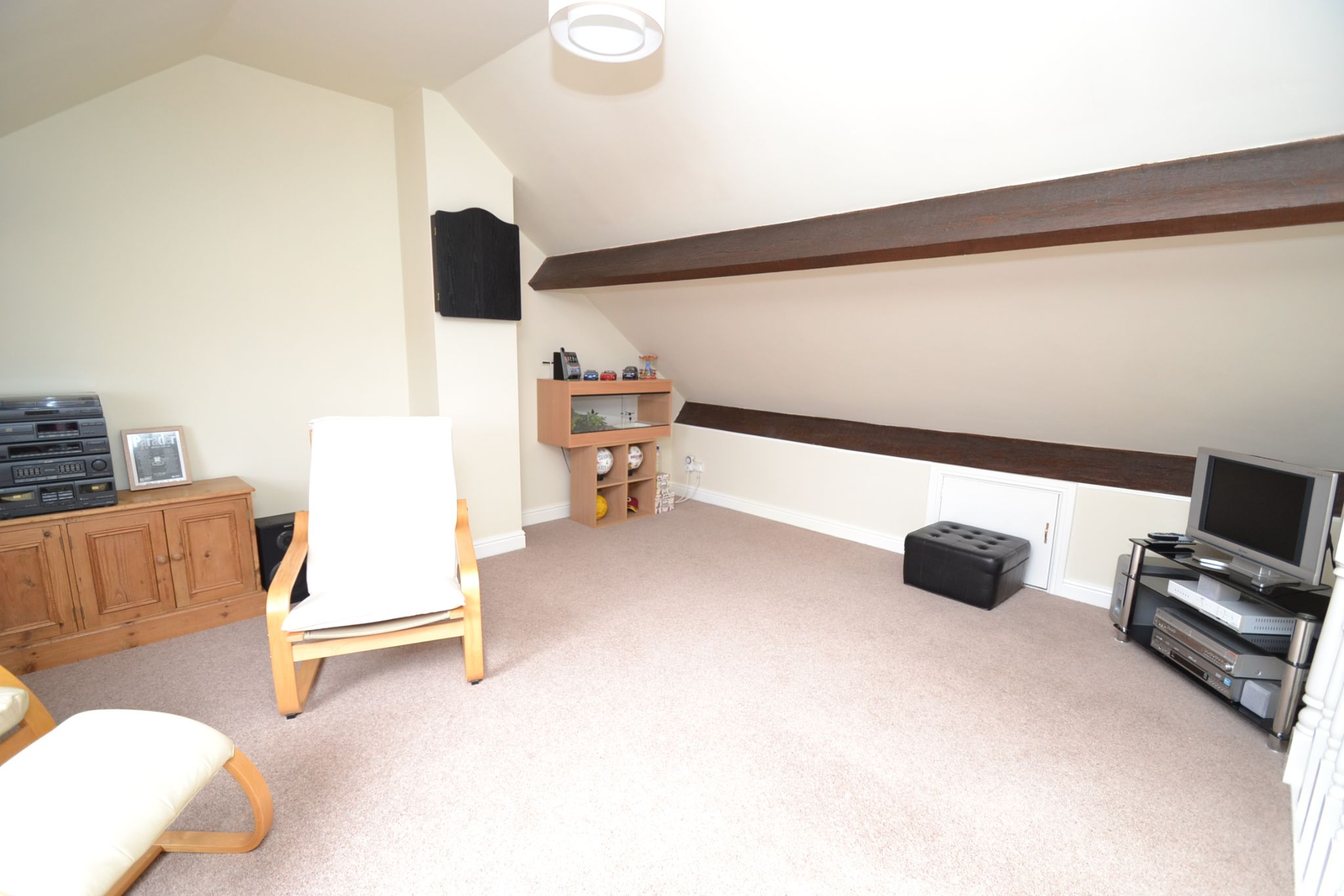 3 Bedroom Semi-detached House For Sale - Photograph 17