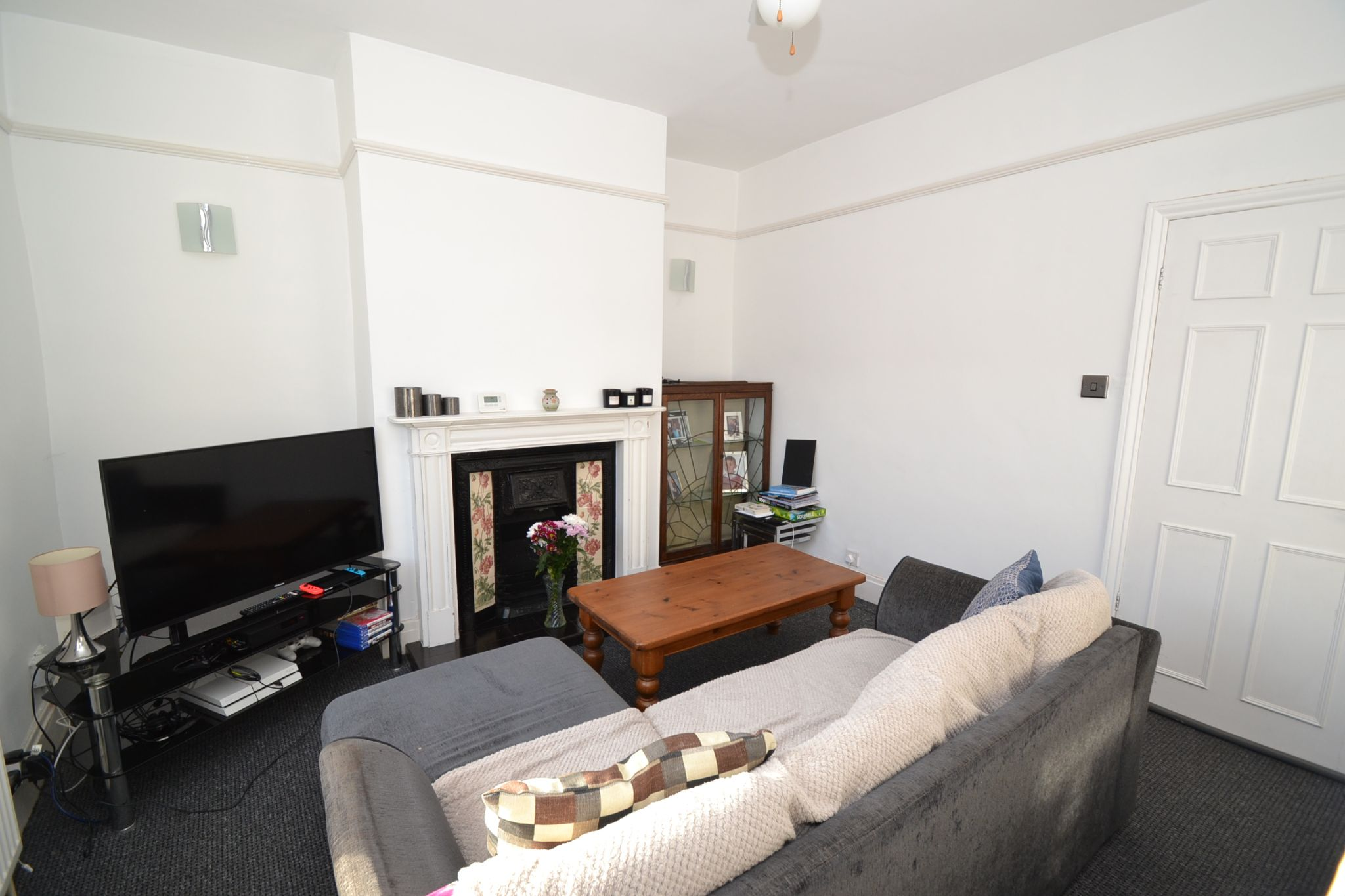 3 Bedroom Mid Terraced House For Sale - Photograph 2