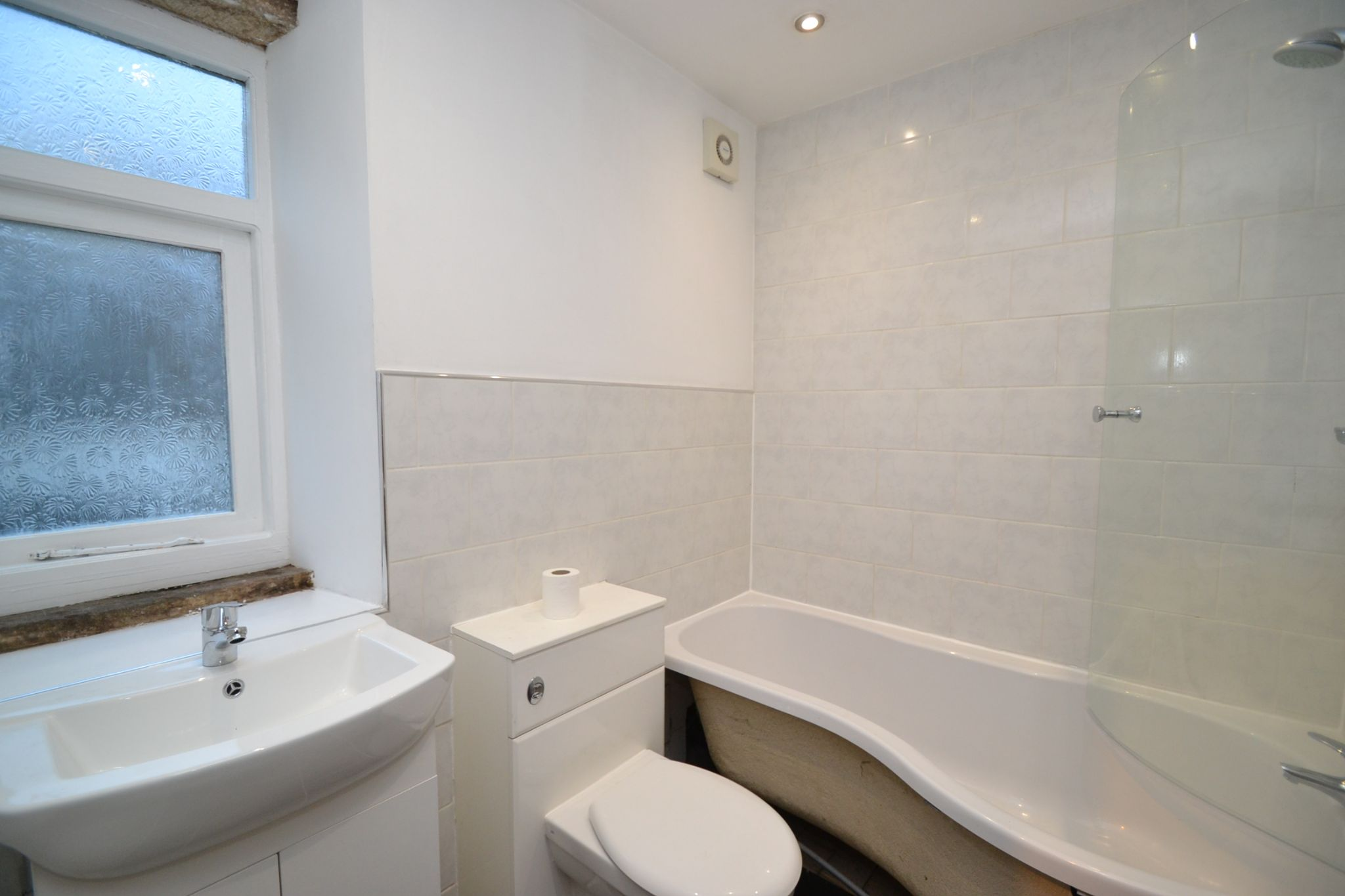 3 Bedroom End Terraced House For Sale - Photograph 8