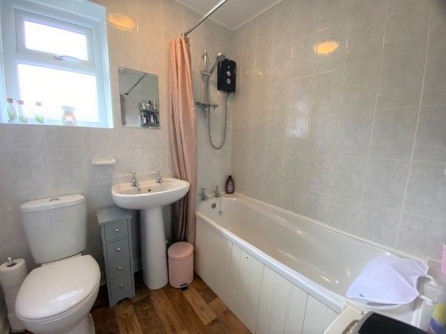2 Bedroom Mid Terraced House For Sale - Photograph 9
