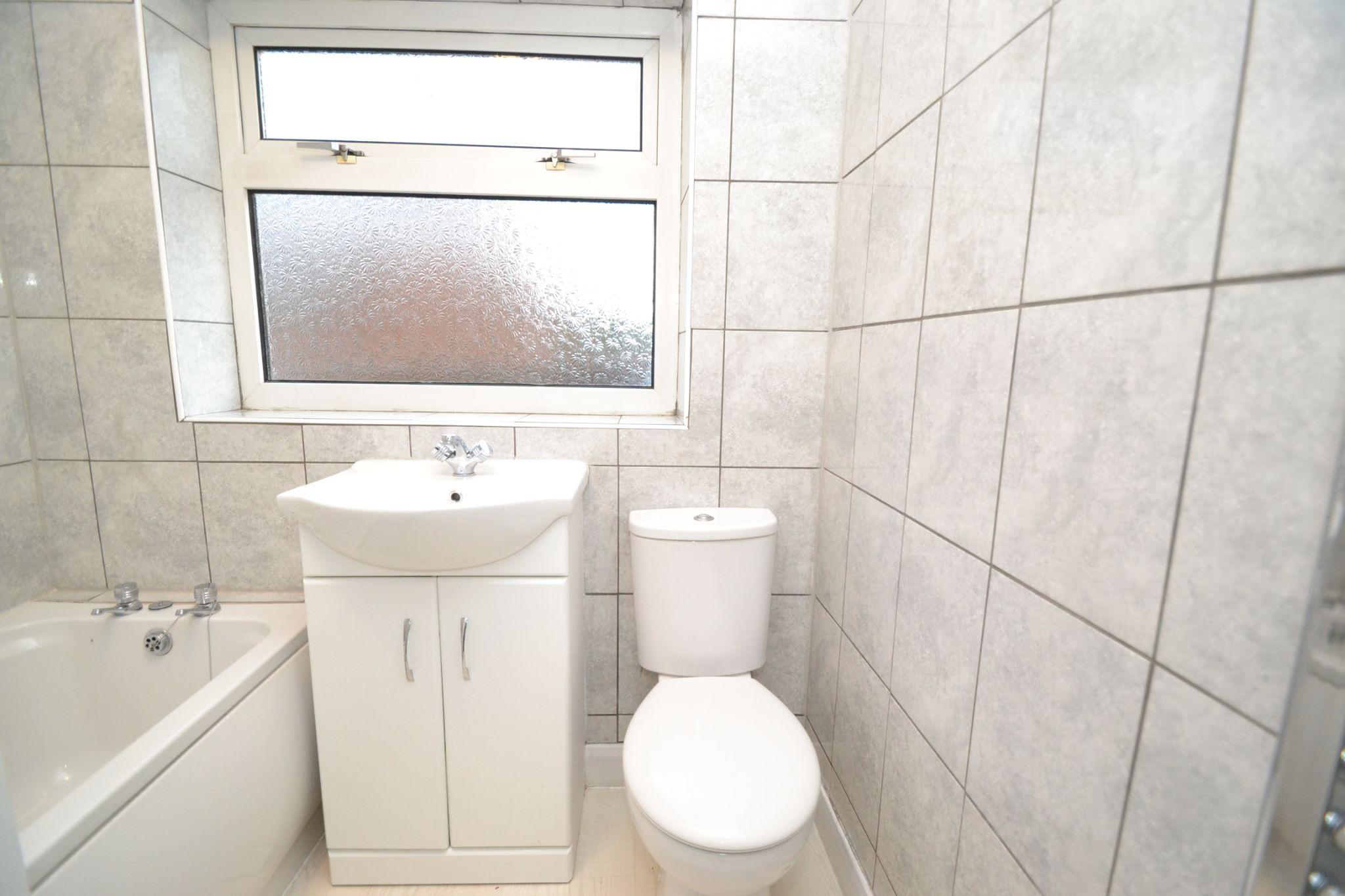 3 Bedroom Semi-detached Bungalow For Sale - Photograph 6