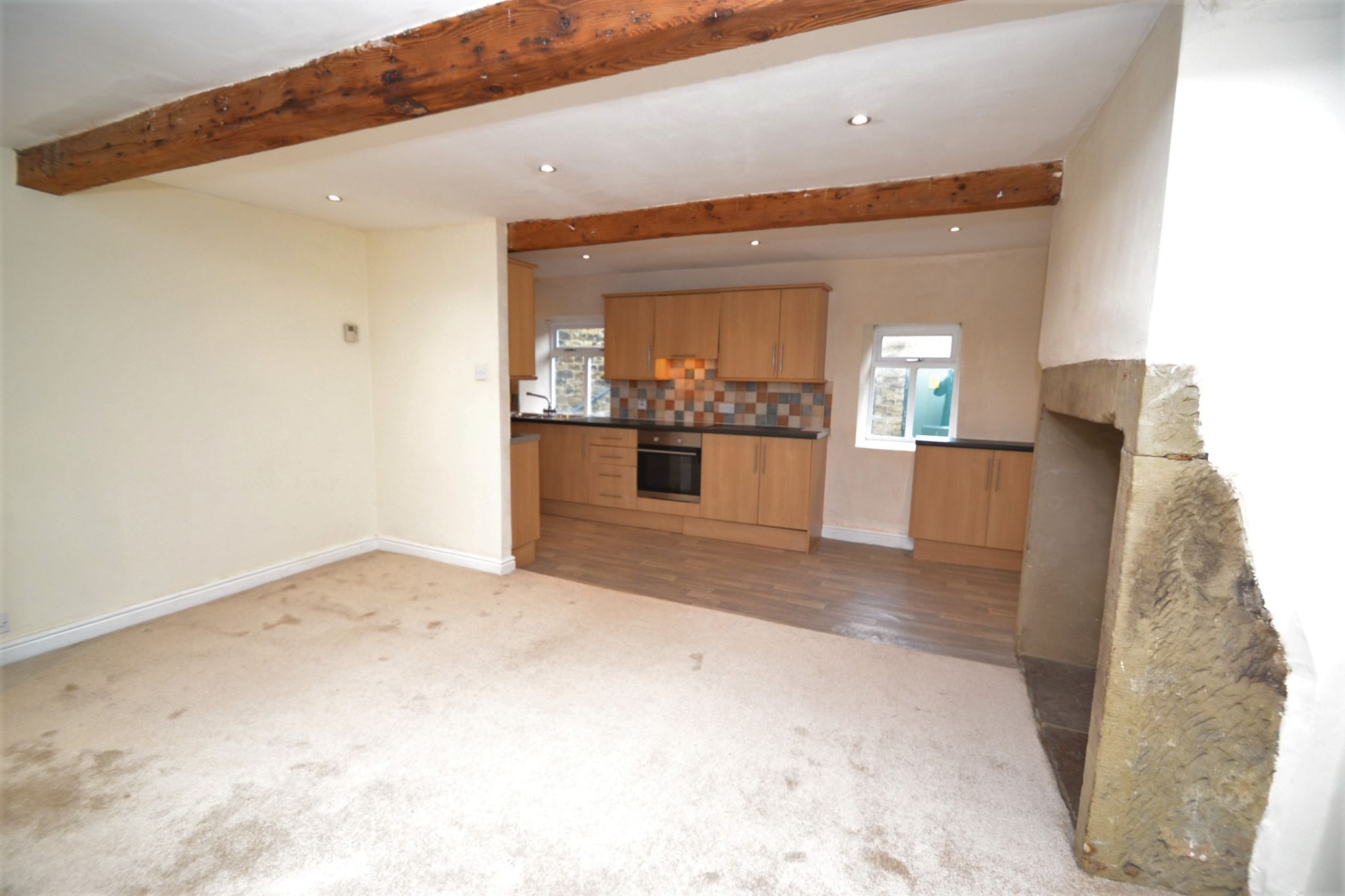 3 Bedroom Cottage House For Sale - Photograph 3