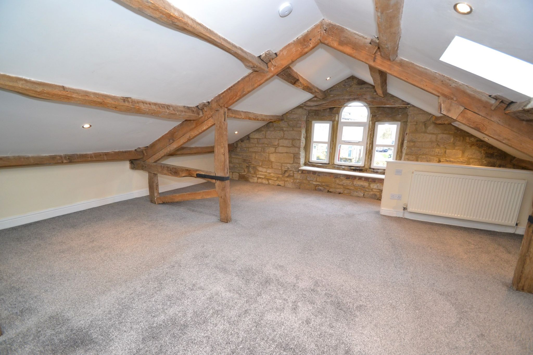 3 Bedroom Cottage House For Sale - Photograph 11