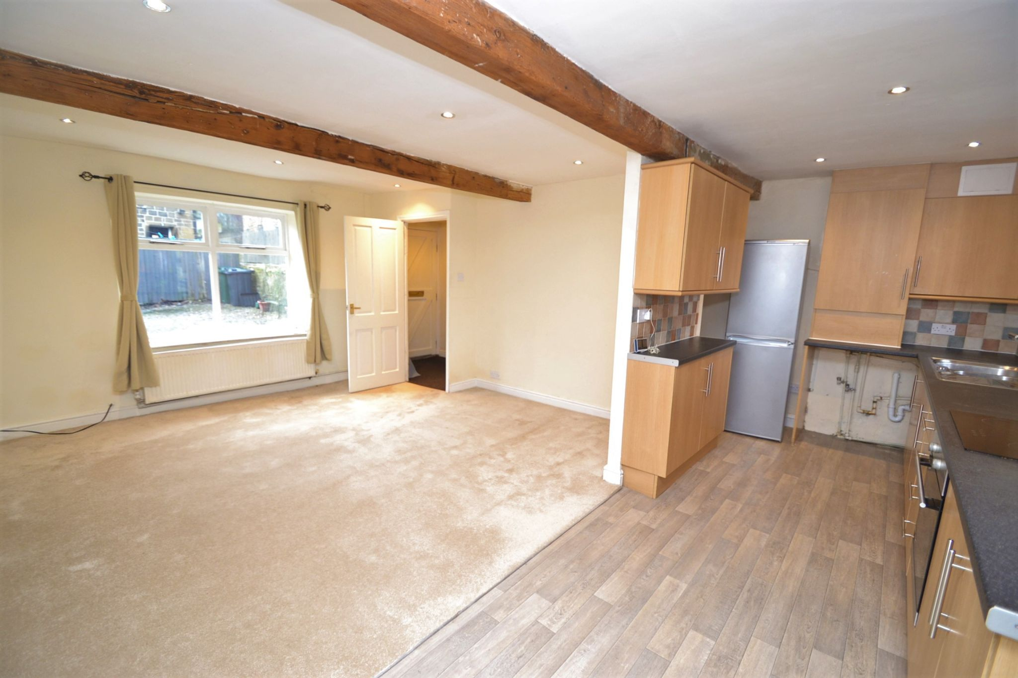 3 Bedroom Cottage House For Sale - Photograph 5