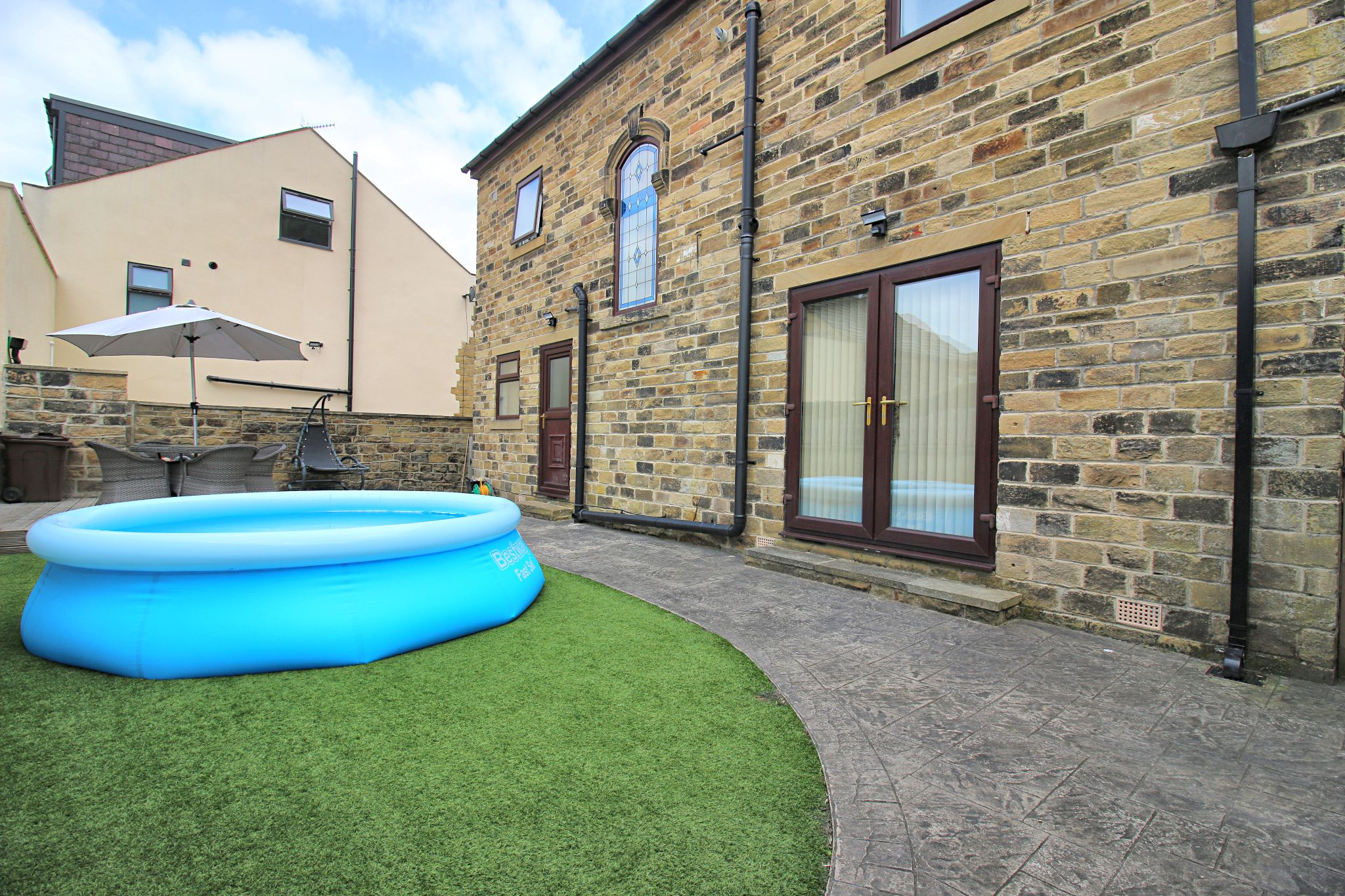 6 Bedroom Detached House For Sale - Photograph 38
