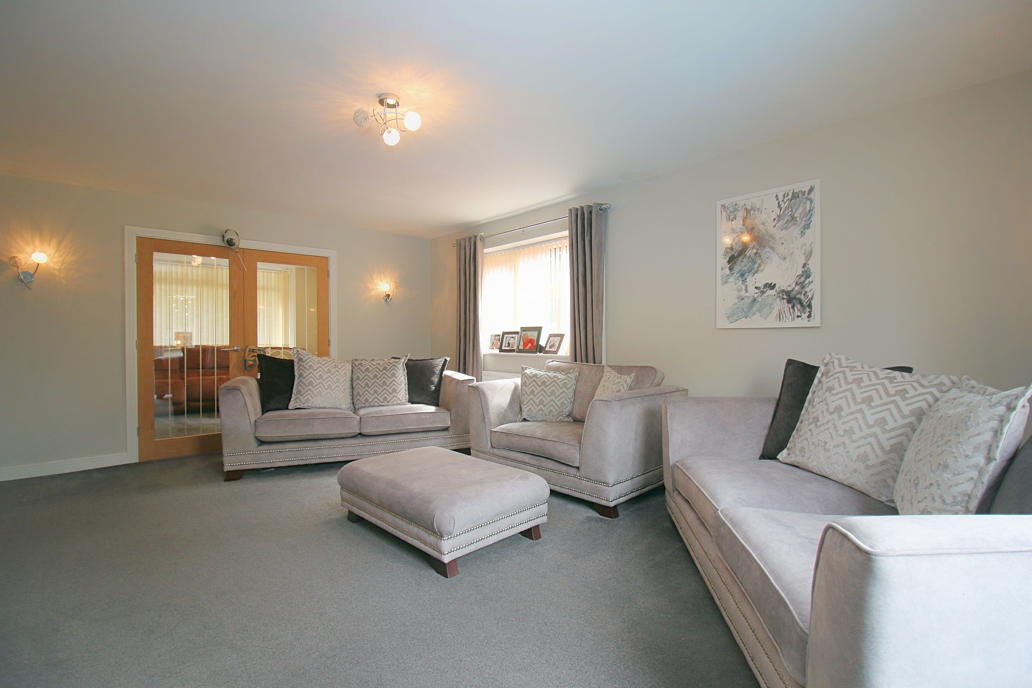 6 Bedroom Detached House For Sale - Photograph 8